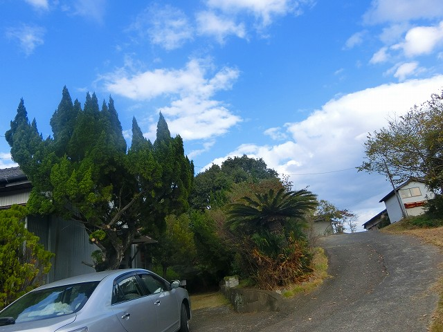 住宅地の小高い場所で竈門神社を発見。