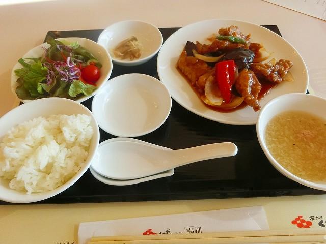 黒酢レストランの健康中華・彩りランチです。