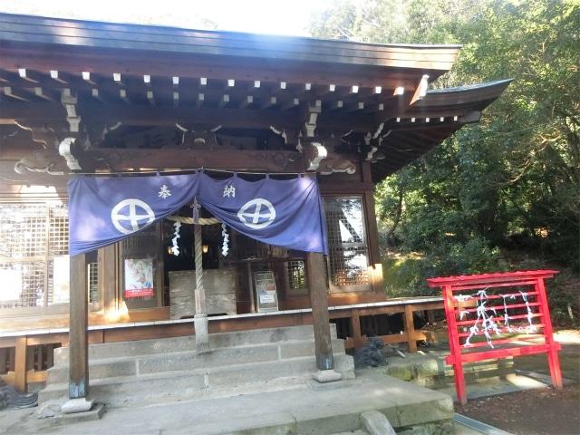稲荷神社の拝殿に参拝しました。