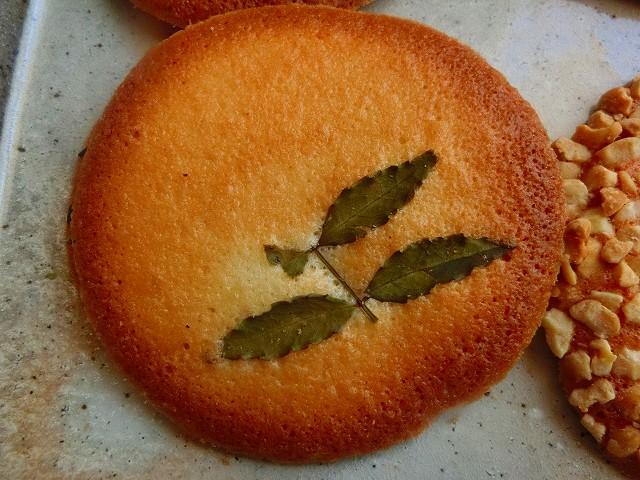 湯之元せんべいは鹿児島の銘菓です。
