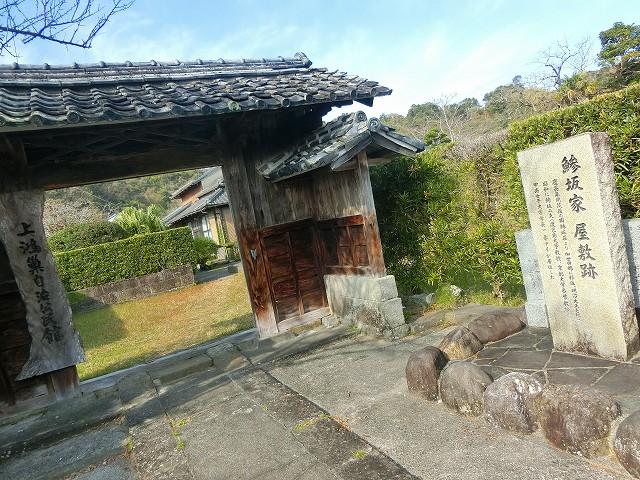武家門は加世田麓の景観に溶け込みます。