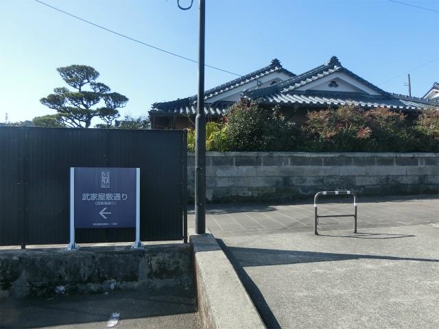 交流センターから武家屋敷通りが始まる。