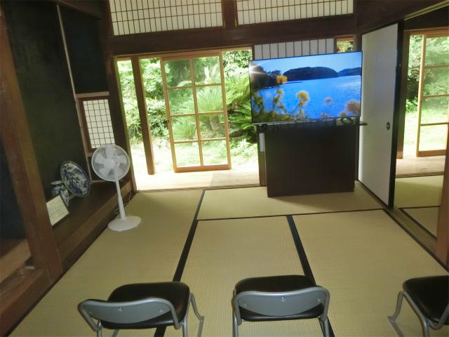 奥の部屋では映像で寺島宗則が学べます。