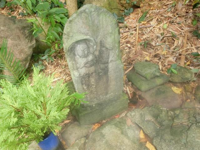 寺島宗則の養母が建立した石塔です。