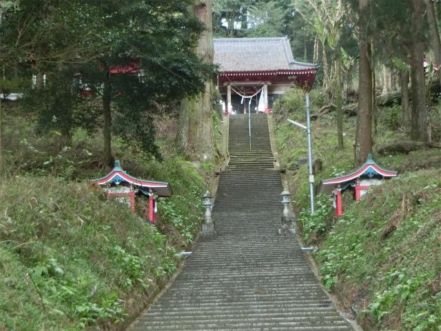 住吉神社の参道階段はけっこう長いです。