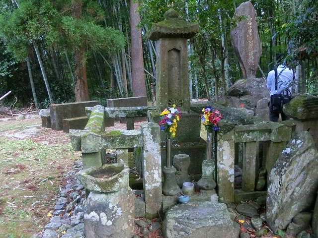 山田昌厳のお墓は今でも人々に守られます。