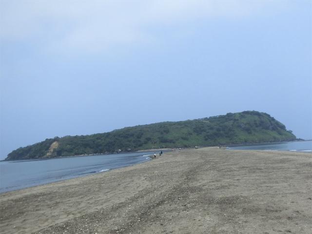 知林ヶ島に出現した砂の道です。