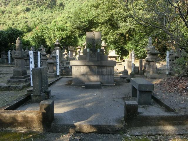 山手には垂水島津氏の墓所があります。