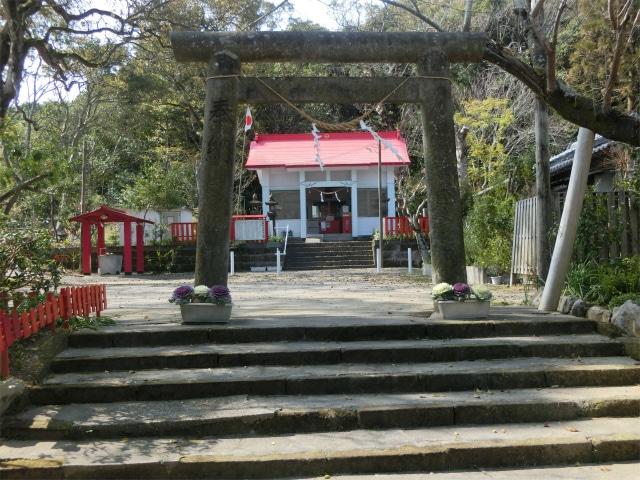 天御中主神社の鳥居と社殿です。