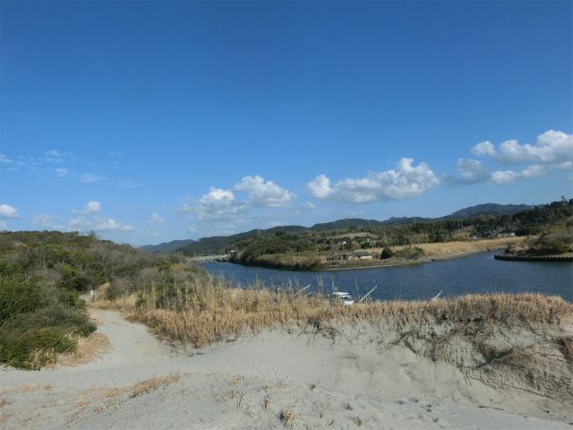 永吉川河口の道を進むと吹上浜です。