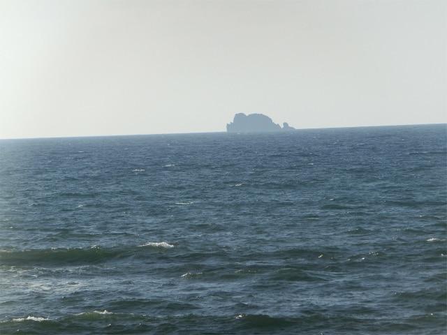 久多島は吹上浜の沖合12キロにあります。
