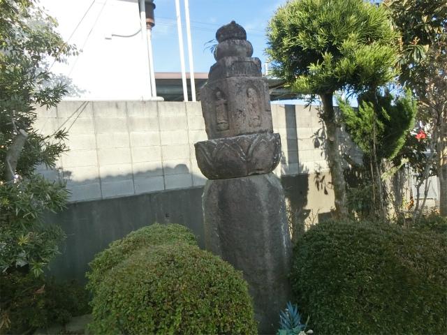 永吉麓の島津忠良が建てた六地蔵塔です。