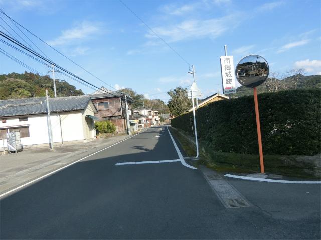 永吉麓から南郷城に向かいます。