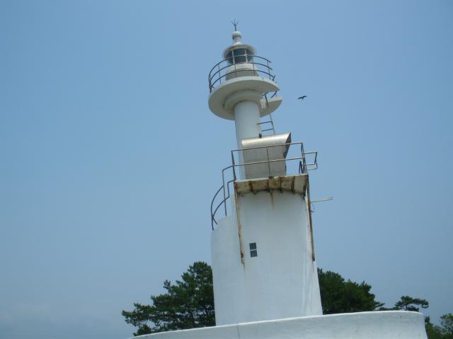 串木野港灯台が串木野港の安全を守ります。
