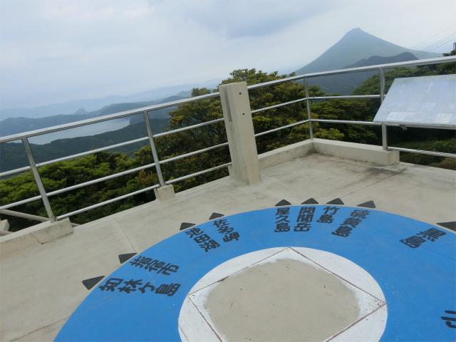 大野岳山頂のしろろ展望台です。