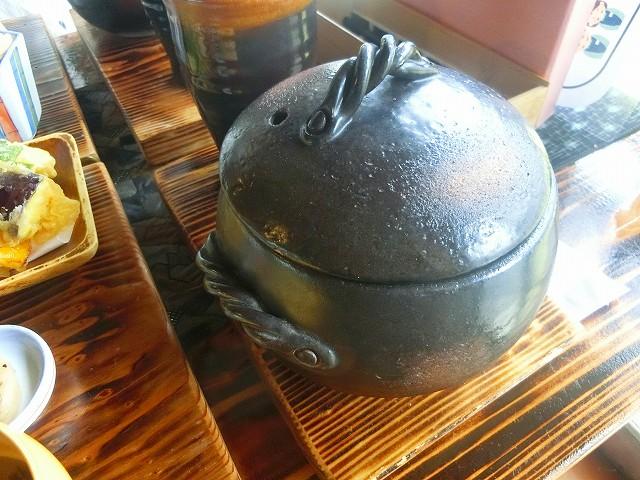 ウラカフェのお一人用土鍋ごはんです