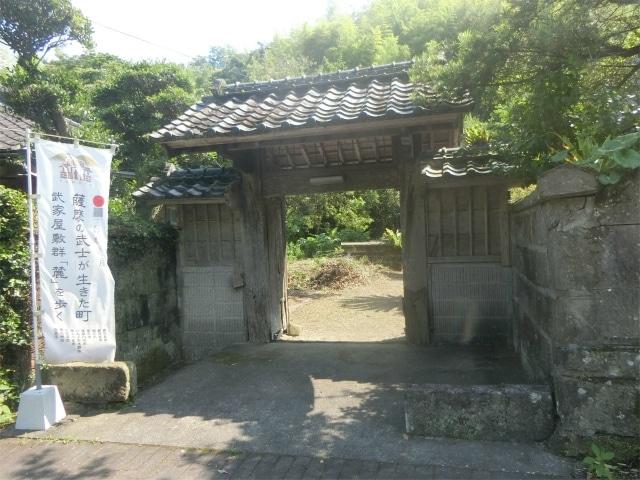 松尾城入口そばにある武家門