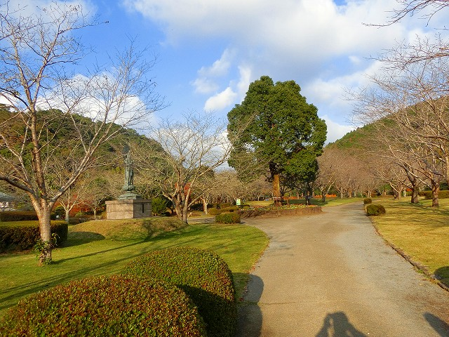 清水岩屋公園を散策しました。