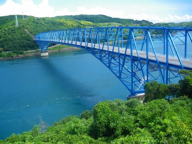 黒之瀬戸海峡にかかる黒之瀬戸大橋です。