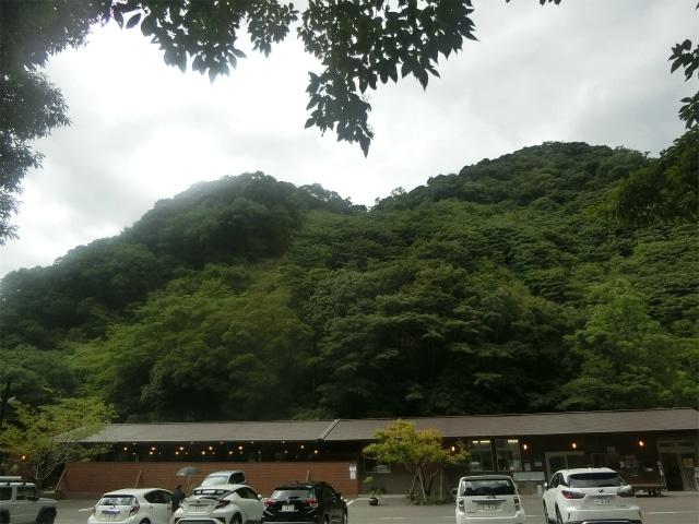 山に囲まれた大野庵に着きました。