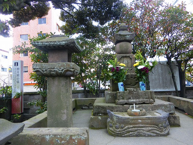 月照上人のお墓は南洲寺にある。