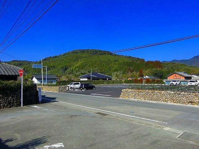 入来麓の観光案内所の駐車場です。