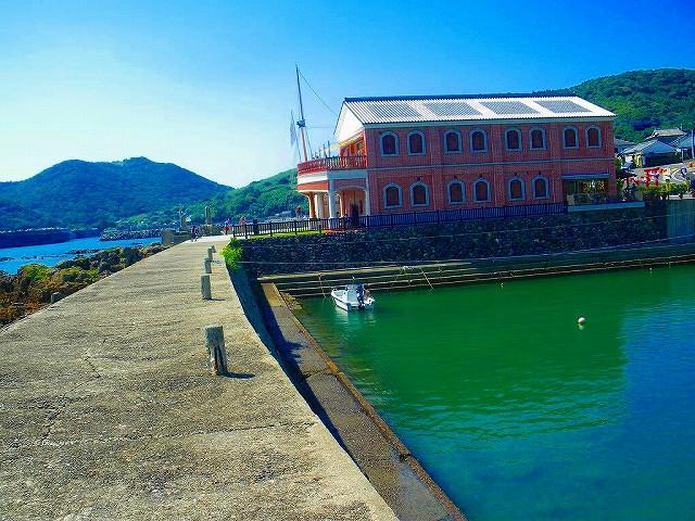 薩摩藩英国留学記念が建つ羽島浜中港です。