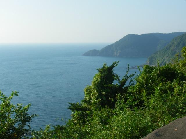 羽島は東シナ海に面した人里離れた港町でした。