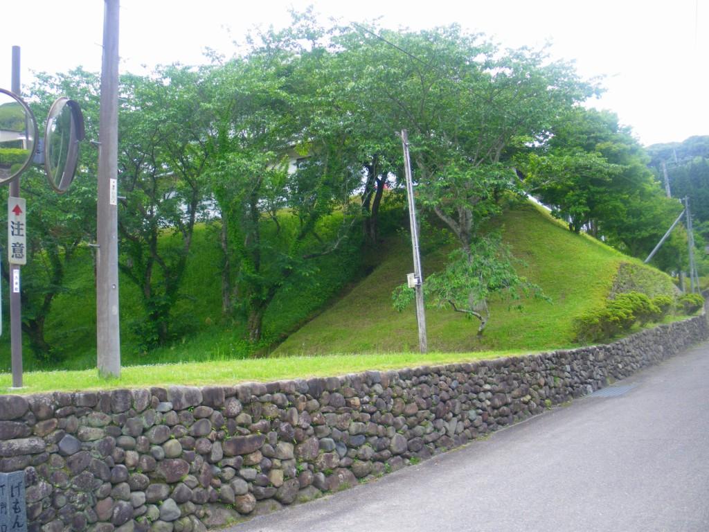 玉石垣が並ぶ入来麓の町並です。