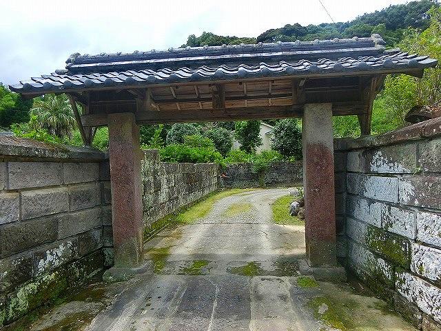喜入麓には牧瀬家の武家門が残ります。